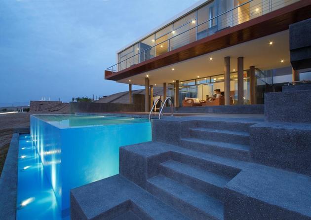 STUNNING ULTRAMODERN BEACH HOUSE WITH GLASS WALLS POOL CLOSE